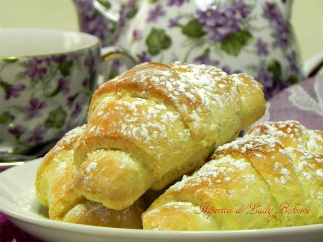 hiperica_lady_boheme_blog_di_cucina_ricette_gustose_facili_veloci_croissant_dolci_ripieni_con_marmellata_2