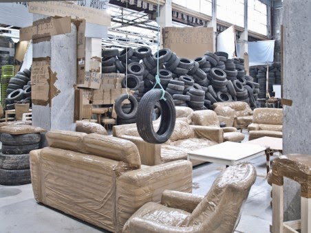 thomas hirschhorn ranimer la flamme hiroshi sugimoto le mond est mort m tamorphoses et. Black Bedroom Furniture Sets. Home Design Ideas