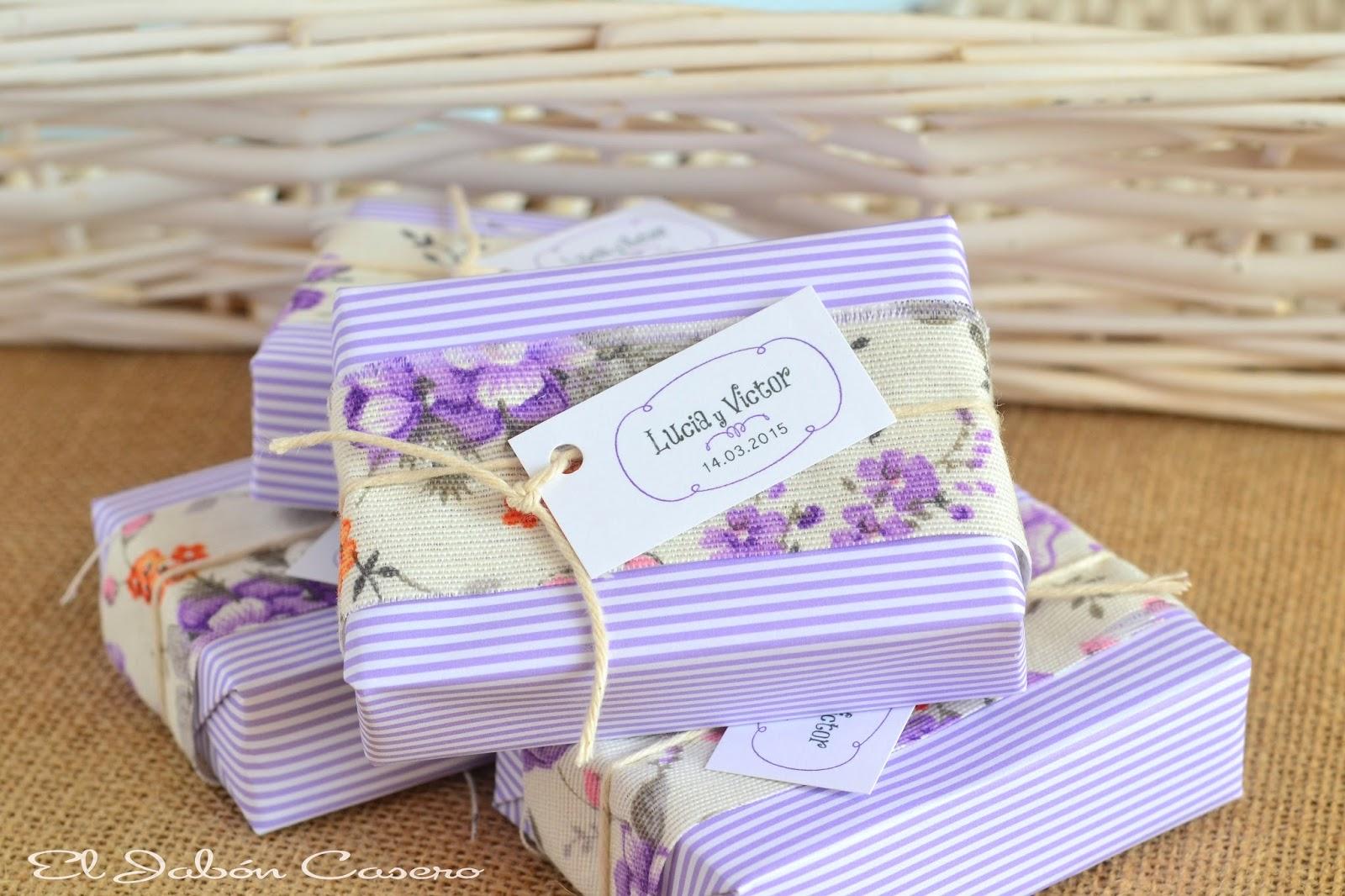 detalles de boda en color lila jabones naturales