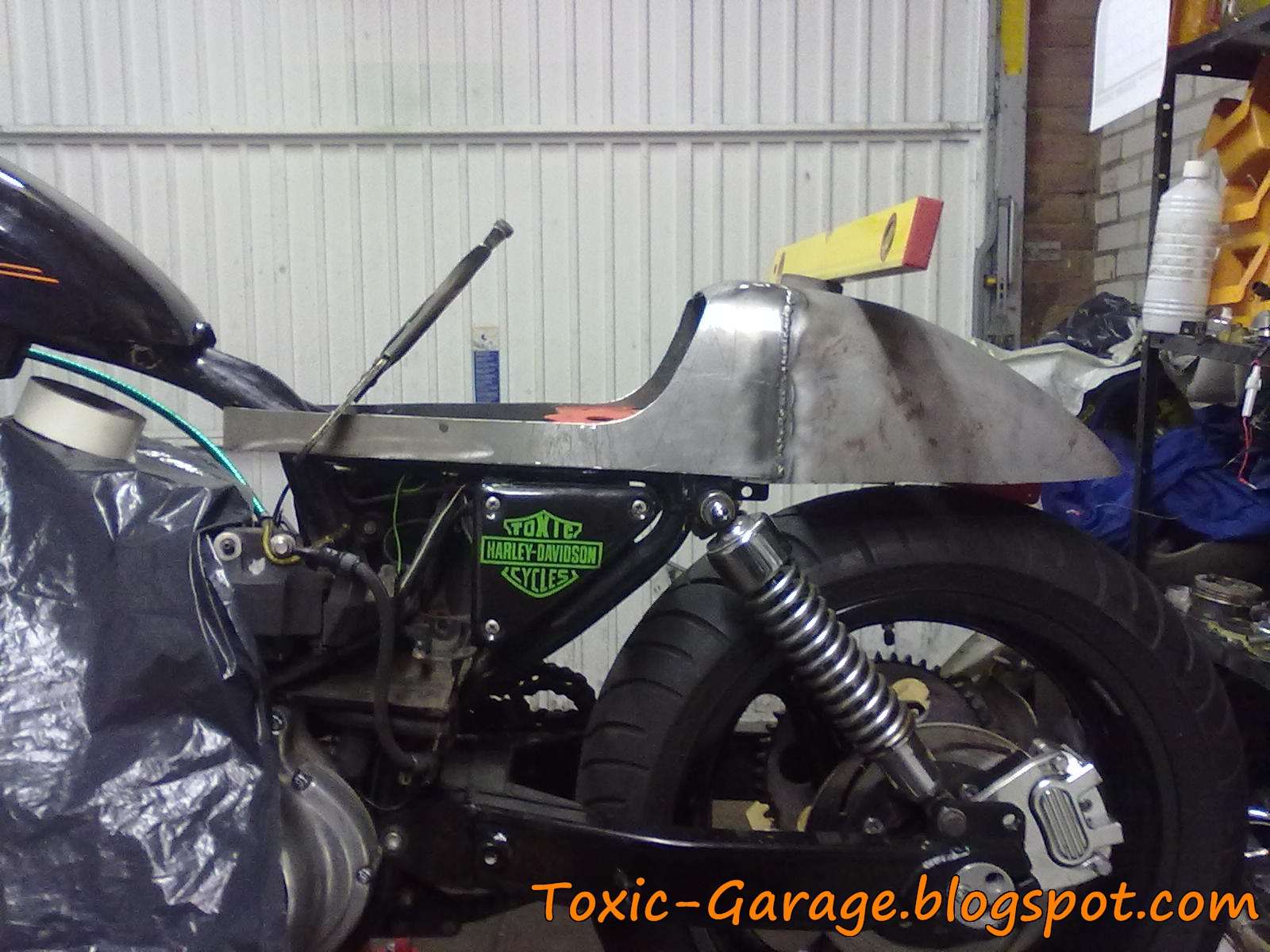 Toxic garage seat and tail combo for Garage seat 91
