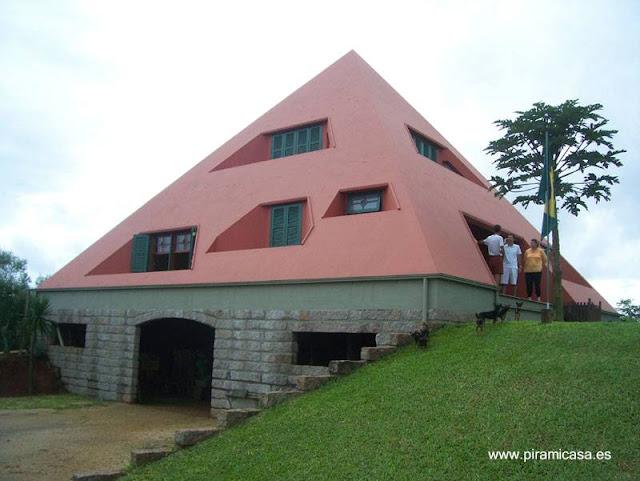 Casa con forma de pirámide construida en Brasil