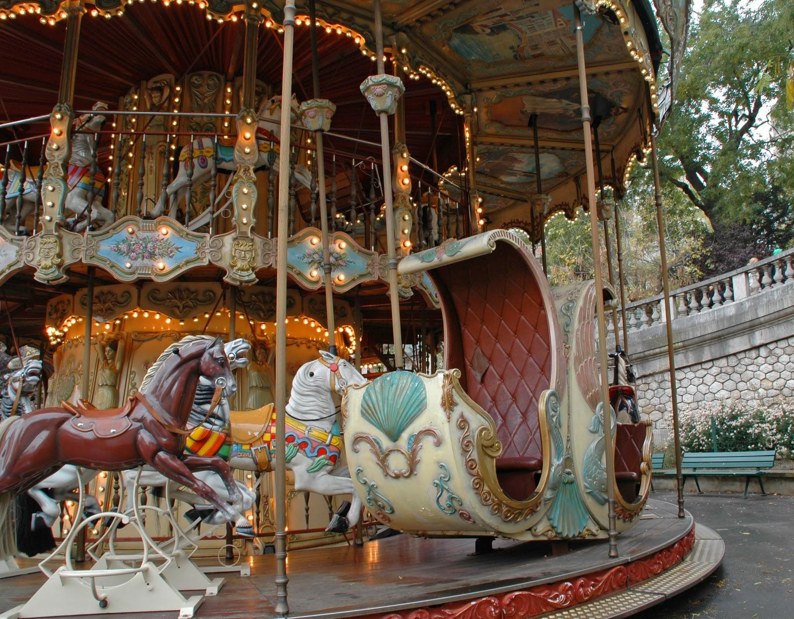 Paris and beyond carrousel venitien place saint pierre - Place saint pierre paris ...