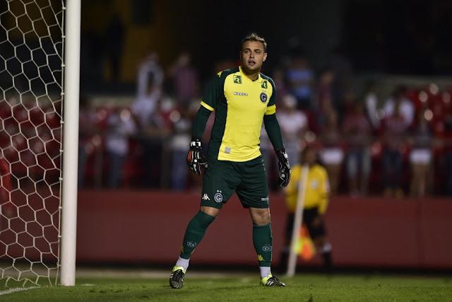 Renan será um dos únicos titulares do Esmeraldino em campo nesta terça (Foto: Fernando Dantas/Gazeta Press)
