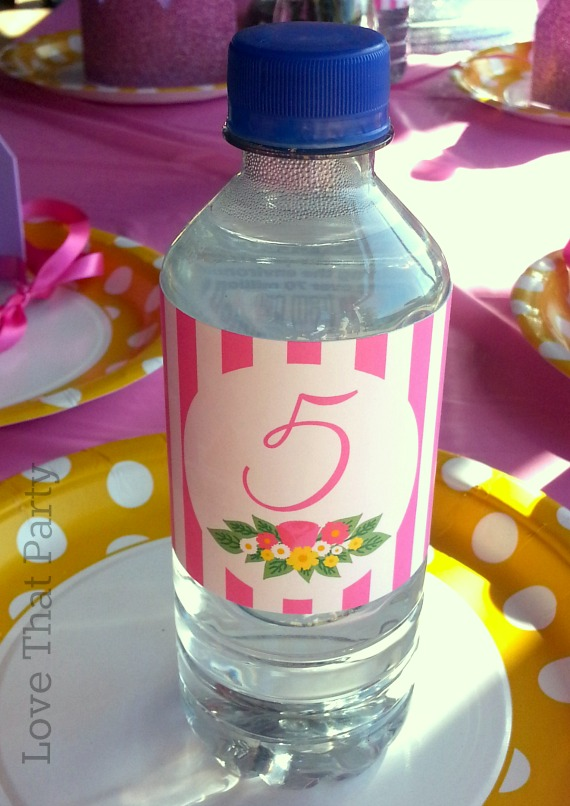 Image of girls princess birthday party with personalised water bottle labels in pink