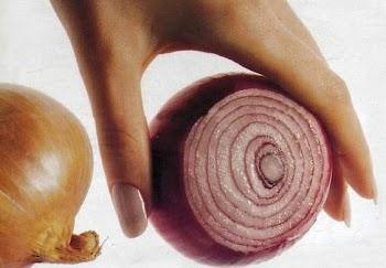 Αυτό είναι το ΚΟΛΠΟ για να καθαρίσετε κρεμμύδια χωρίς να δακρύσετε!