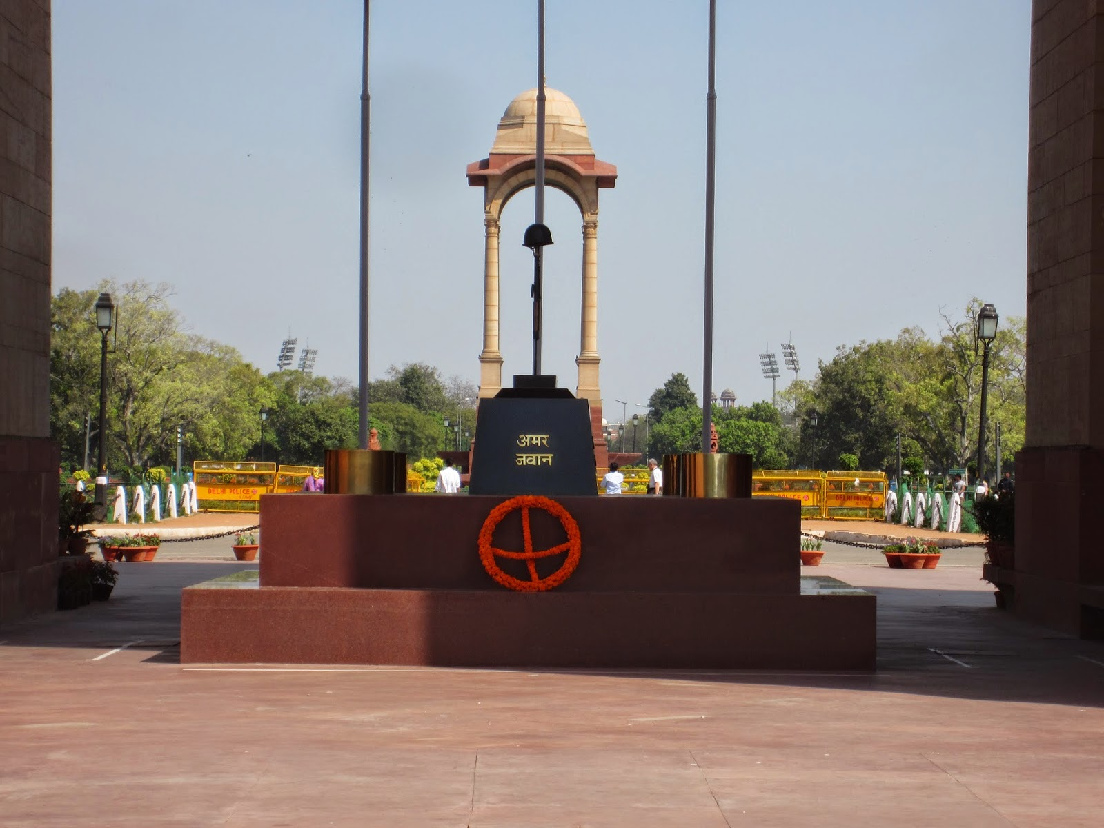 my world gate delhi a photo essay amar jawan jyoti was added after got independence the flame under the arch reminds of the iers who laid their lives in indo pak war of