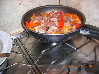 spezzattino di pollo e tacchino con peperoni--- cornetti farciti  con pasta brisee' senza uova ..latte e burro