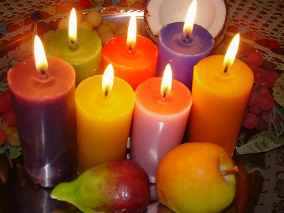 Velas Coloridas entre as Frutas;