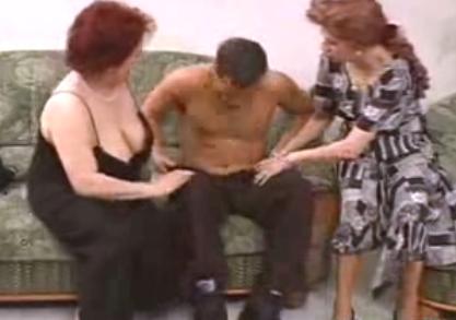 Yaşlı türk kadınlar türk adama götlerini siktiriyorlar