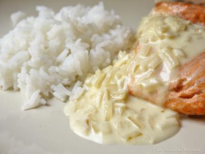 Pavés de saumon ou filets de poisson blanc avec sauce citronnée (voir la recette)