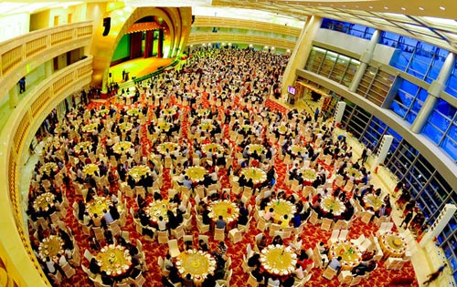 http://1.bp.blogspot.com/-Bxfd4YTwgHQ/TpU4bi9_0bI/AAAAAAAADws/cOB2n8BSdBU/s1600/CHINAS+NEW+SKYSCRAPER+PARTY+WITH+1200+GUESTS.jpg