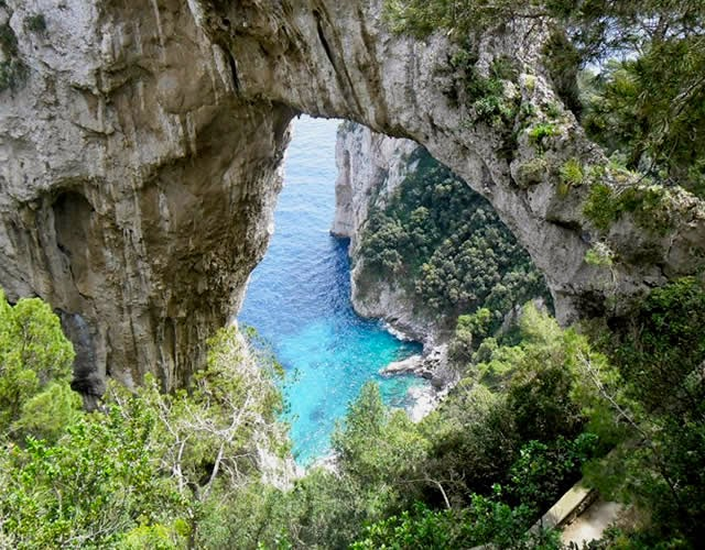 Arcos Naturais da Ilha de Capri - Baía de Nápoles, Itália