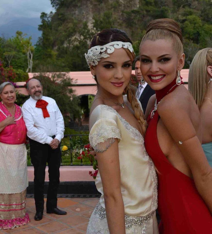 Marjorie de Sousa en la boda de Nikki y Roy en Amores Verdaderos