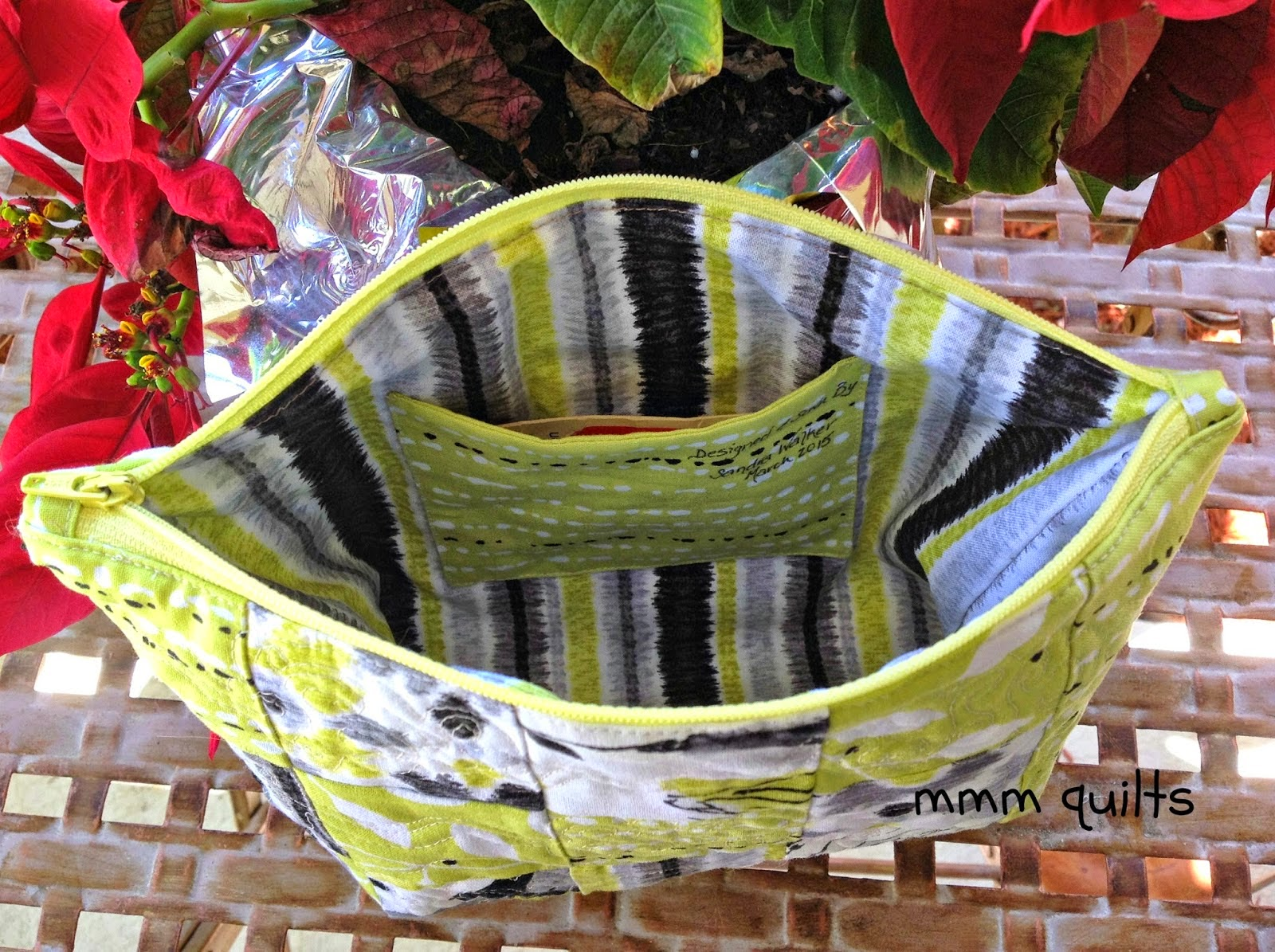 http://musingsofamenopausalmelon.blogspot.ca/2015/04/rounded-edge-small-bag-tutorial.html