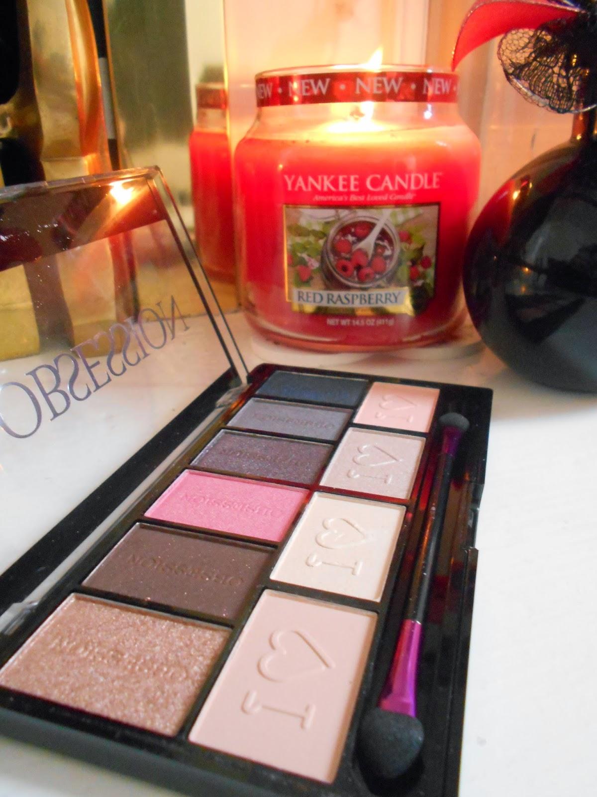 Makeup Revolution: I ♡ Makeup -  Paris  - Eyeshadow Palette