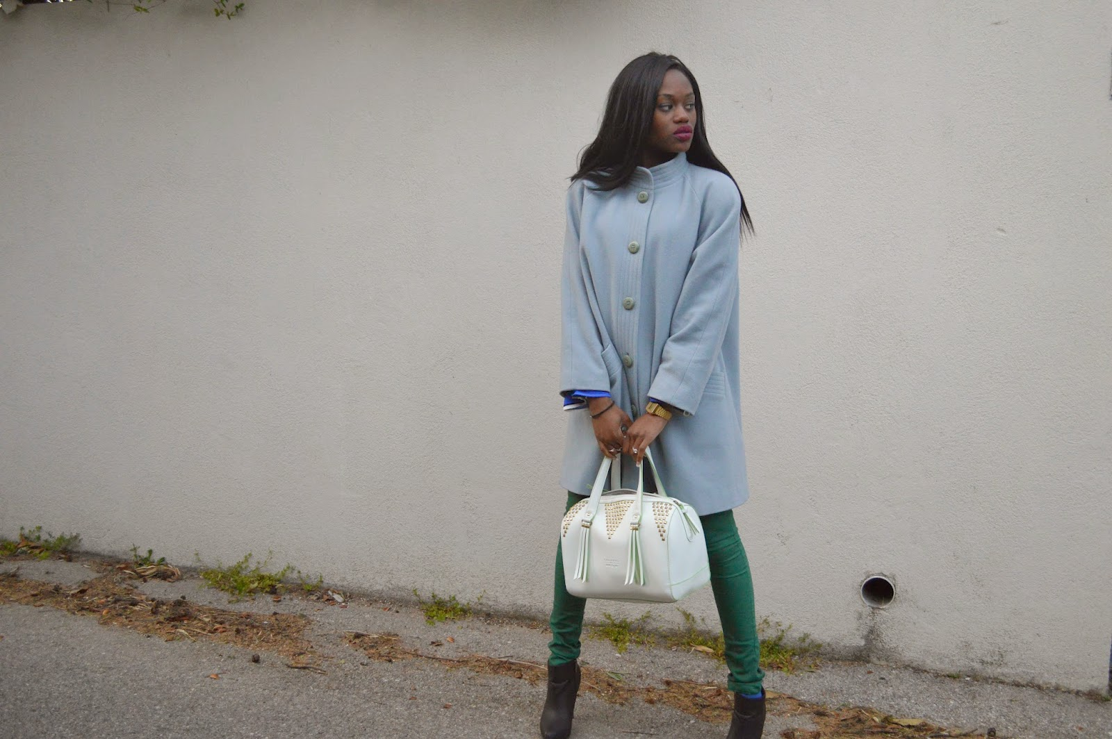 manteau, blouse, sac chabrand arizona, low boots, jean vert