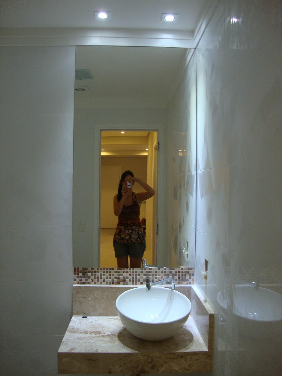 Só os spots acesos no banheiro colocamos branco #967B35 1200x1600 Banheiro Acessivel Com Pia