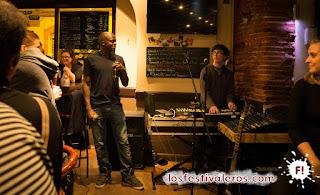 17. De vuelta al Vasco Le Gamma encontramos a Persepolice, electro hip-pop melódico con letras chispeantes que hacen bubujear a los Bar-Bars..