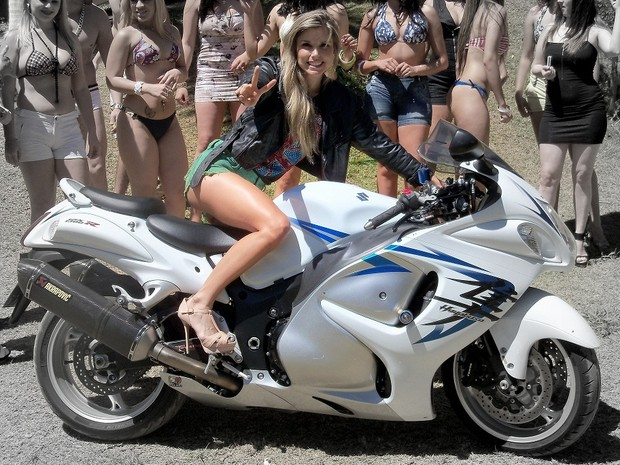 Mulheres com shortinho de moto, gostosa de shortinho, Mulheres com short de moto, mulher sensual na moto, babes on bike with shorts, Women on bike with shorts, sexy on bike