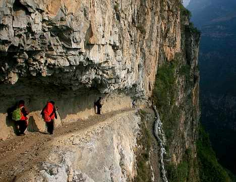 School 5,000ft Cliff Path (China)
