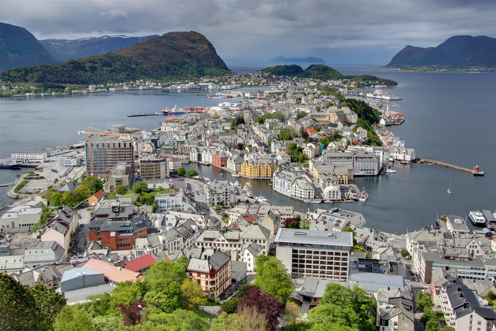 Town And Country Camper >> Alesund & The Atlantic Road | Europe By Camper ...