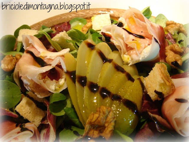 insalatina tirolese croccante con rose di speck e robiola
