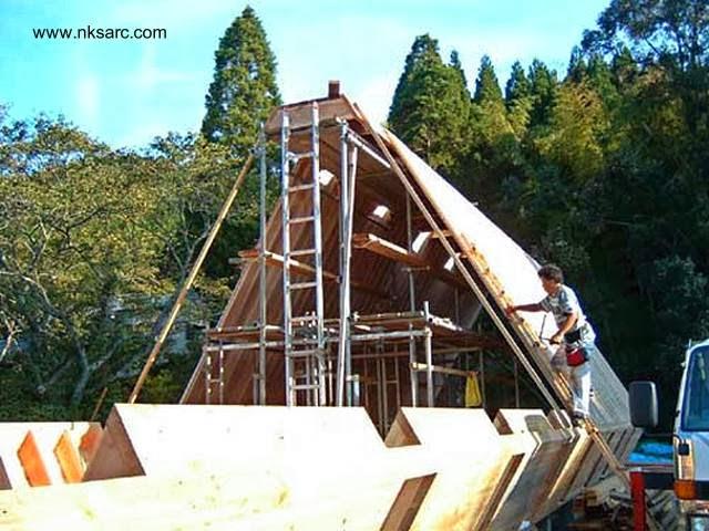 Tareas de construcción de la casa de corte triangular