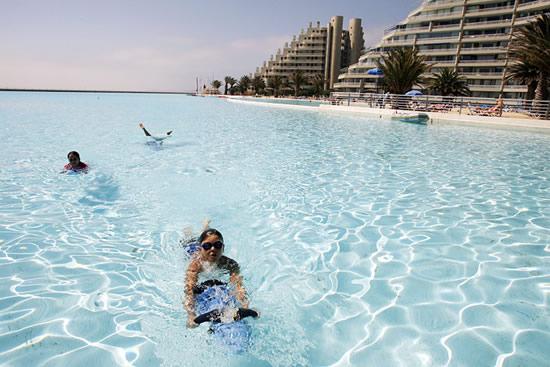 Η μεγαλύτερη πισίνα στον κόσμο!