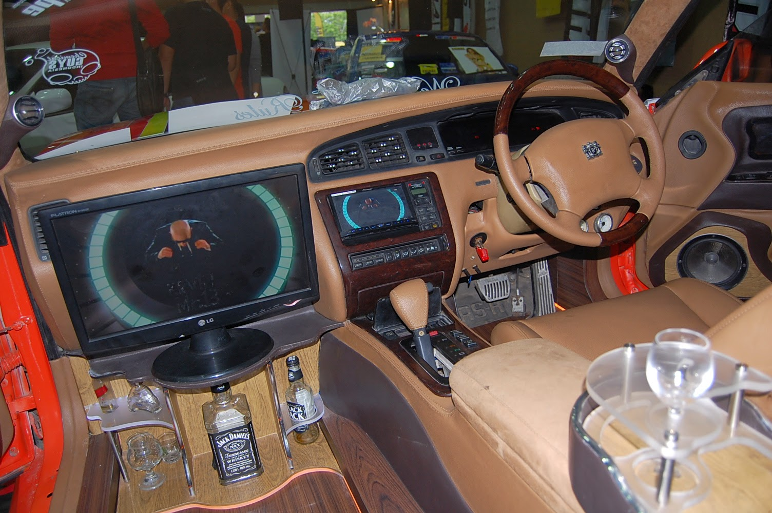 Kesan mewah dan lebih elegan pada Interior Modifikasi Mobil Toyota Crown Majesta Bergaya Speed Hunter Mexico