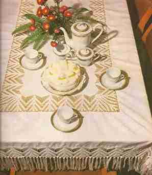 Mantel Rectangular con Flecos a Crochet