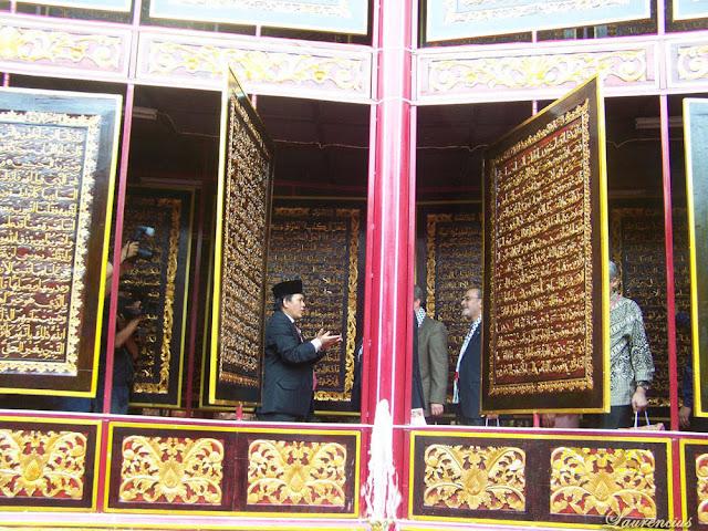 Foto-Al-Quran-Terbesar-di-Dunia-Palembang