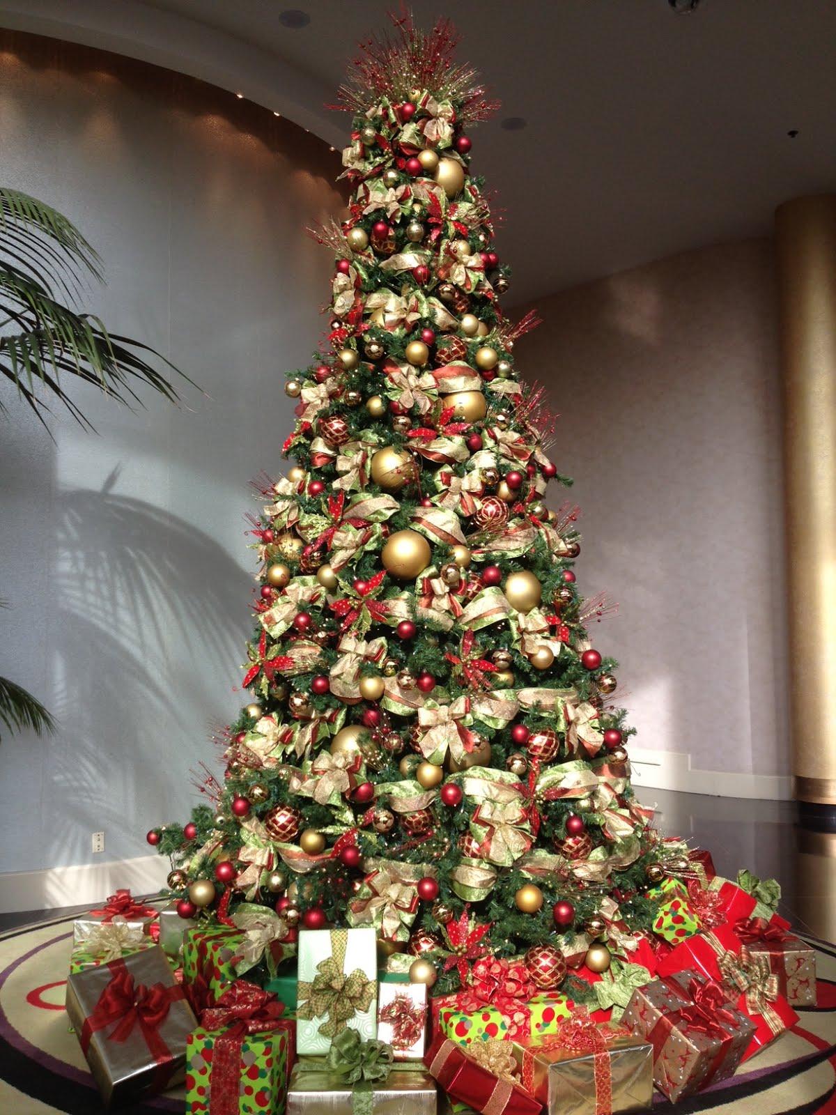 a pretty christmas tree - Robeson Design Christmas