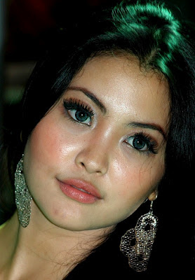 pretty Indonesian girl