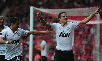 "Robin Van Persie and Javier ""Chicharito"" Hernandez 2012"