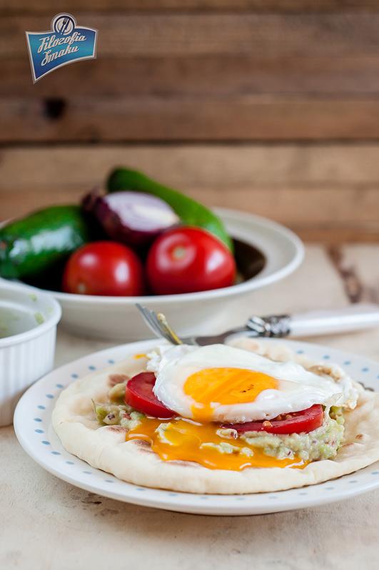 Jajko i awokado na chlebku