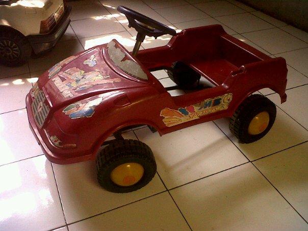 Pedal car atau mobilan pedal plastik jadul