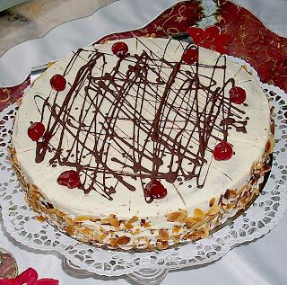 """<img alt="""" Gâteau choco blanc avec les fraises."""""""