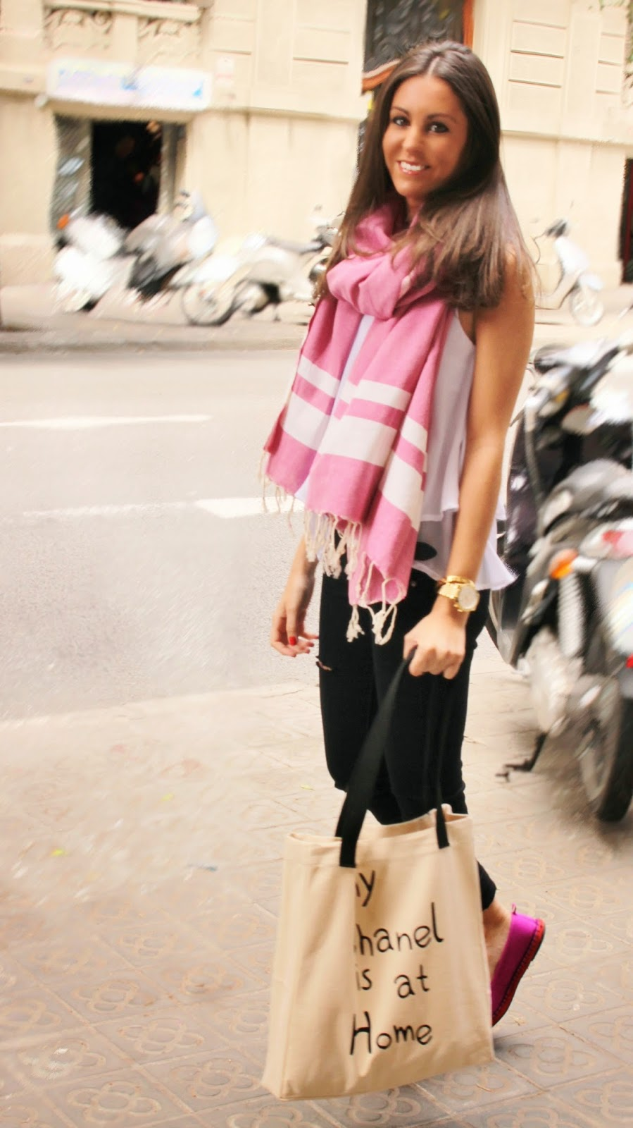 Bcn Fashion  Con M A C