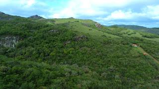 Entrada do parque vista da Caverna Percival Antunes, em Caçapava do Sul (RS).