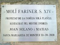 Placa a l'entrada del Molí de Dalt