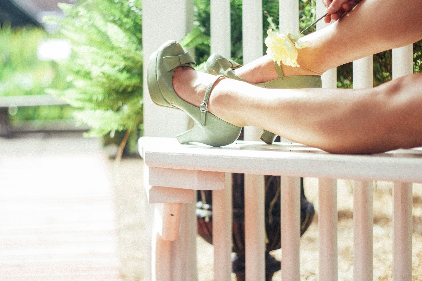 vintage inspiration, style, fashion, mary jane heels, green heels, bow heels, girly style, tumblr style,