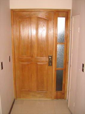 Fotos y dise os de puertas puertas de exterior for Puertas para departamentos madera