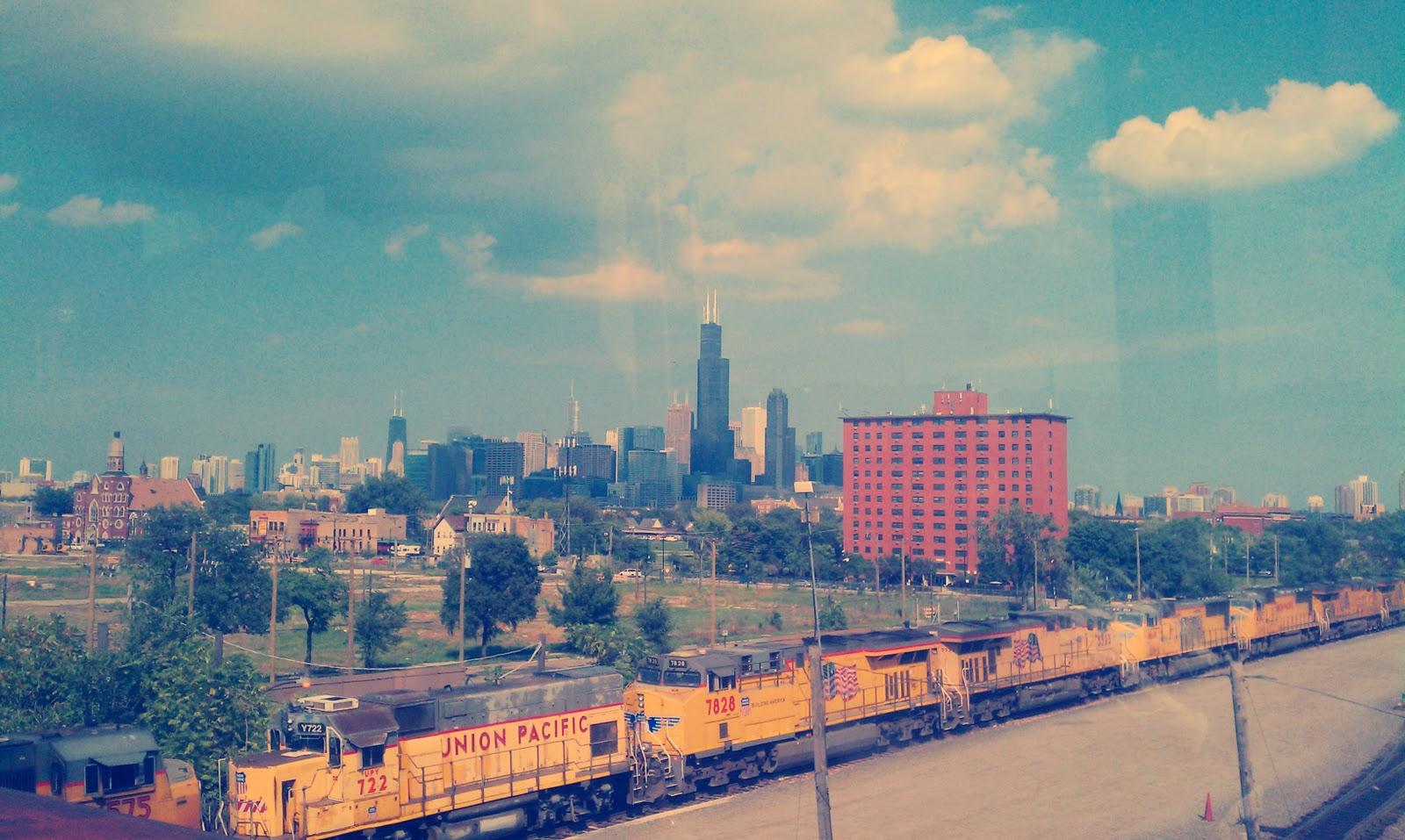 http://1.bp.blogspot.com/-C0iq_JeLQP4/TnqWLEaJ0YI/AAAAAAAAAg4/exngNGZFirE/s1600/2011_Chicago_train.jpg