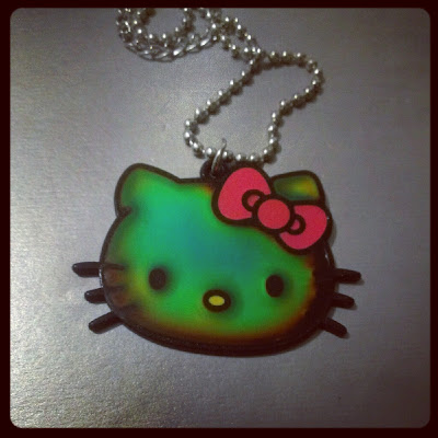 Hello Kitty mood necklace green