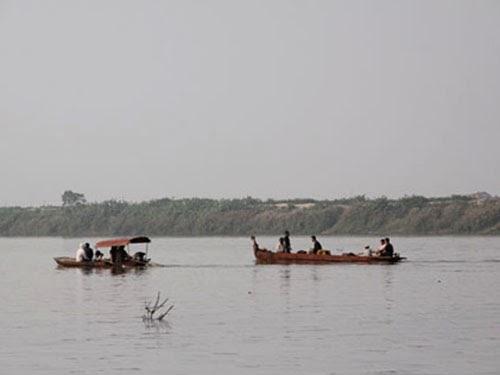 Tìm vợ, chồng nạn nhân Huyền suýt chết trên biển trước bão Haiyan