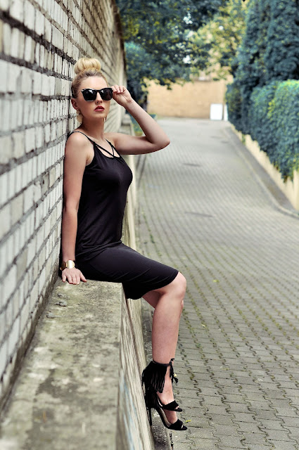 http://www.newdress.com/sexy-ladies-women-spaghetti-strap-backless-dress-bodycon-stretch-solid-dress-p-22262.html?utm_source=lb&utm_medium=cpc&utm_campaign=Fionalb76