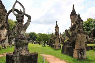 Statues de Bouddha dans le parc - (Vientiane, Laos)