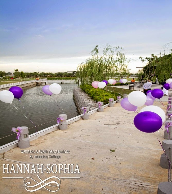 purple white balloons tied to the side pillar