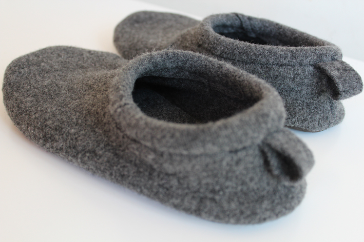Kids' slippers keep little toes toasty and adorable around the house. Browse animal, dinosaur, character, and boot slippers in our affordable selection. These comfy slipper pairs are perfect for both girls and boys and often have a bottom grip to reduce sliding.