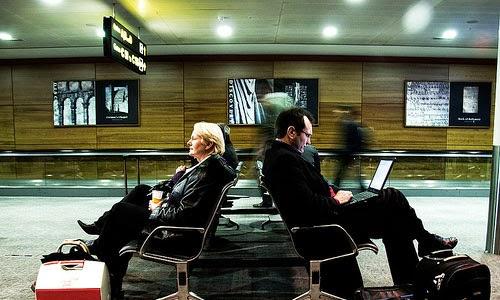 Tips Agar Tidak Bosan Menunggu Saat Delay Pesawat